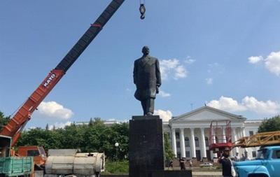В Краматорске сносят памятник Ленину