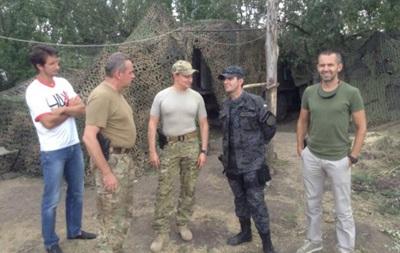 Украинский теннисист закупил для солдат бронежилеты  и посетил генштаб АТО