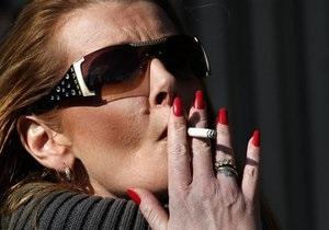 Рада намерена полностью запретить курение в ресторанах, подъездах и на стадионах
