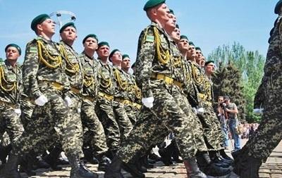 Турчинов предложил создать во всех городах Аллеи памяти Героев Украины