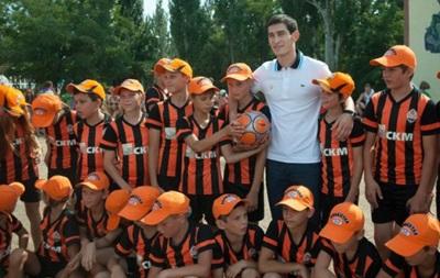 Донецкий Шахтер помог детям из зоны АТО