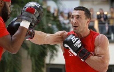 Володимир Кличко передав свої рукавички на армійський аукціон