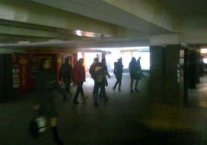 На выходе из метро Майдан Незалежности обнаружен окровавленный мужчина с пистолетом