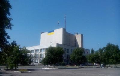 В освобожденном Рубежном подняли флаг Украины длиной восемь метров