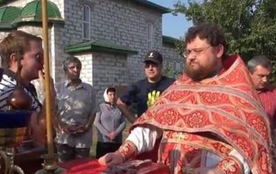 Под Киевом священника облили томатным соком и дали неделю на выезд из Украины