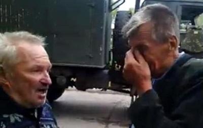 Пострадавшие заявляют, что колонну беженцев в Луганской области обстреляли сепаратисты