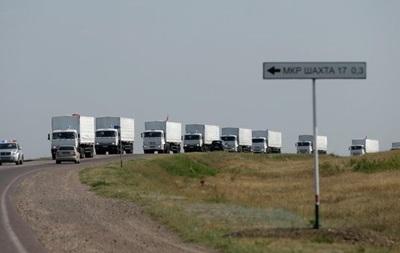 Грузовики с гумпомощью выехали из пункта Изварино в сторону Луганска