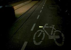 В Голландии велосипедные дорожки использовали для рекламы