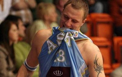 Экс-игрок украинской Суперлиги убил жену и покончил с собой на глазах у сына