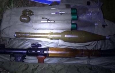 Возле Киева обнаружили два тайника с оружием