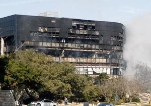 СМИ: Пилот самолета, врезавшегося в здание в Техасе, сделал это умышленно