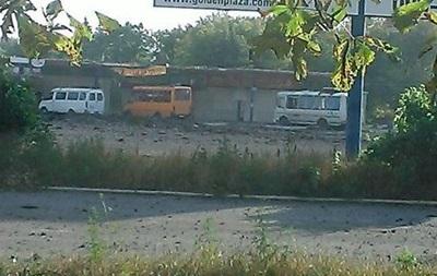 В Макеевке снаряд попал в автобус, есть жертвы – СМИ