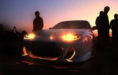 За одну ночь полиция ОАЭ конфисковала более 200 машин у уличных автогонщиков