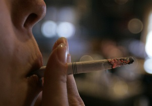 Янукович: Каждый четвертый украинец бросил курить