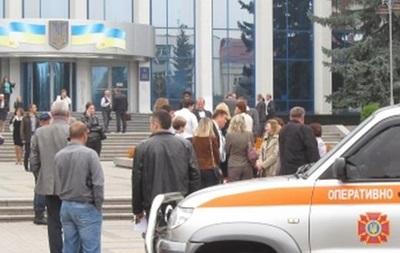 В Ровно  минировали  здание ОГА