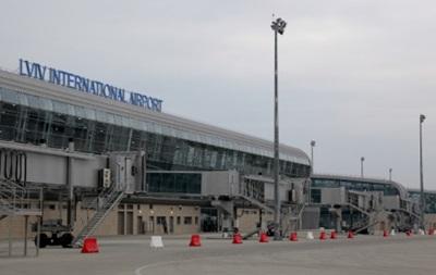 Во Львове опять  минировали  аэропорт
