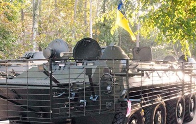 Для охраны границы в зону АТО отправили БТРы и грузовики