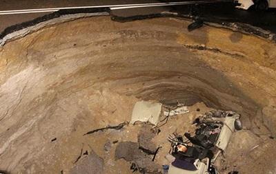 Шесть человек погибли при обвале дороги под Симферополем