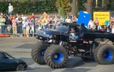 На автошоу в Нидерландах огромный грузовик въехал в толпу зрителей
