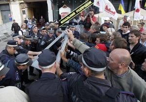 Сторонники Тимошенко прорвали оцепление милиции и вышли на проезжую часть Крещатика