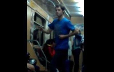 В харьковском метро пассажир исполнил зажигательный танец