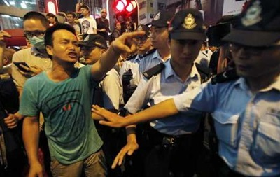 Полиция Гонконга заявила об аресте 19 человек, напавших на студентов