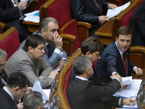В понедельник состоится внеочередное заседание парламента
