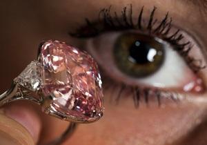 Редкий розовый бриллиант продан на аукционе Sotheby s за рекордные $46 млн