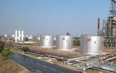 В Херсоне рейдеры с силовиками вывозят бензин с нефтеперевалки - заявление