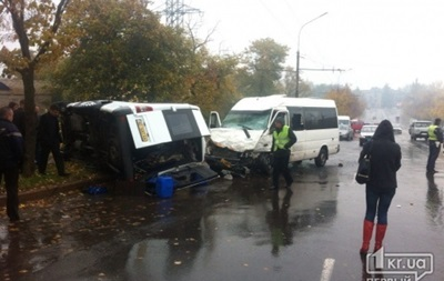 В Кривом Роге столкнулись две маршрутки: 13 человек пострадали