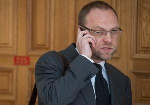 Власенко - Рада - лишение мандата Власенко - Оппозиция призвала Рыбака отреагировать на ситуацию с Власенко и заявила, что будет  защищать его до конца