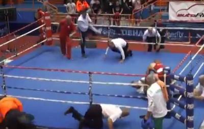 Розлючений своєю поразкою боксер побив суддю проcто на рингу