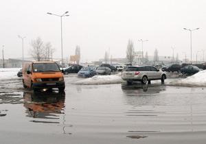 Паводок: в трех областях Украины затоплены дороги