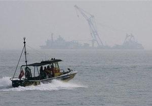 У берегов Сингапура столкнулись танкер и сухогруз, в океан вылилось 14 тысяч баррелей нефти