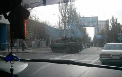 Сепаратисты танками перекрыли дорогу к донецкому аэропорту – соцсети