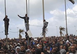 Прибывшие из Ливии украинцы: Охранники еле-еле пробили для нас узкий коридор в аэропорт