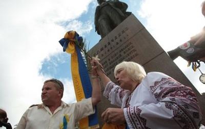 Суд обязал Украину выплатить пенсионерке 5 тысяч евро за венок Януковича