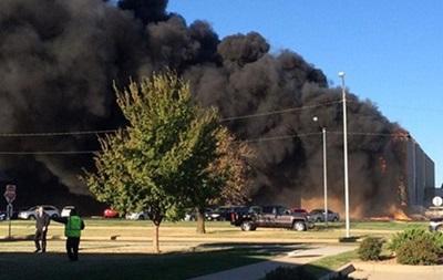 В США самолет врезался в здание аэропорта, есть погибшие