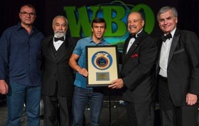 Василий Ломаченко награжден званием боксера с ярким будущим