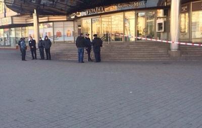 В Киеве сегодня  минировали  обладминистрацию и универмаг