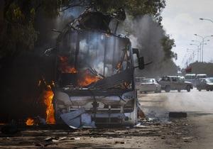 СМИ: Против ливийских повстанцев применили кассетные боеприпасы
