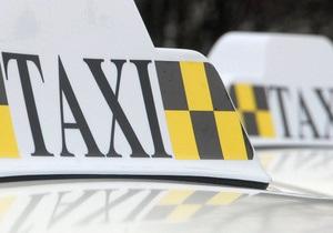 У здания Кабмина таксисты устроили пикет