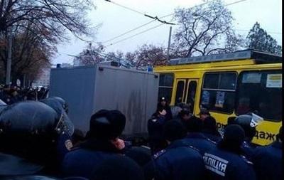 В Харькове подрались проукраинские активисты с коммунистами