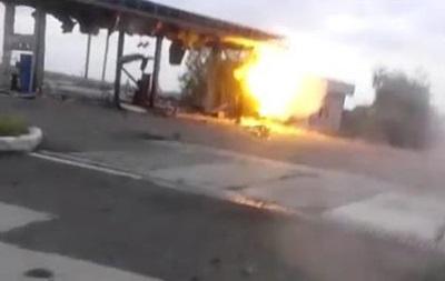 Сепаратисти зняли відео, як обстрілюють заправку з гранатометів