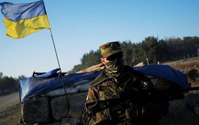 Позиции силовиков за ночь обстреляли 13 раз, есть раненые - штаб АТО