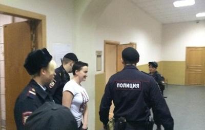 Летчицу Савченко доставили в зал суда, заседание будет закрытым