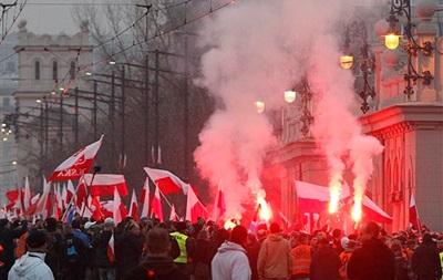Підсумки 11 листопада: Сутички в Польщі, обвал гривні і галантність Путіна