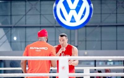 Видео онлайн: Подготовка к бою Кличко и Пулева