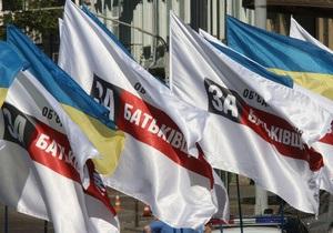 Опрос: Рейтинг объединенной оппозиции опережает рейтинг Партии регионов