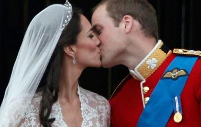 Ученые подсчитали, сколько бактерий передается при поцелуе